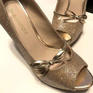 Enzo Angiolini Gold Sparkly Peep toe Pump Size 7.5